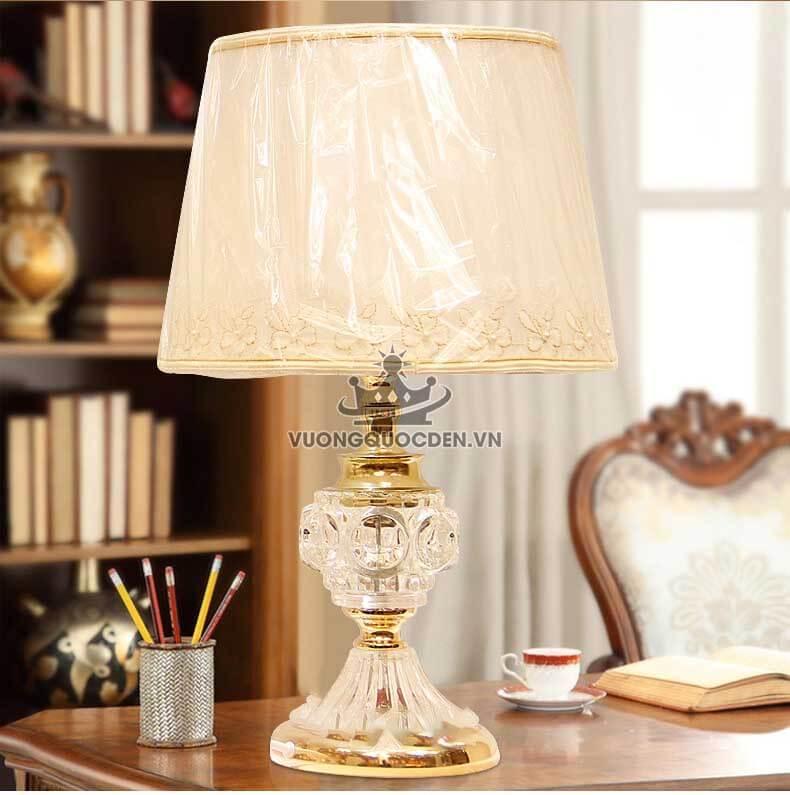 Bộ sưu tập những mẫu đèn trang trí bàn làm việc cao cấp