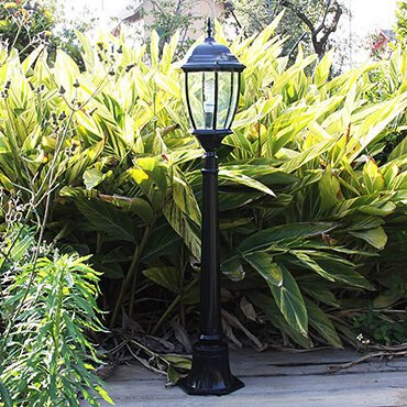 Đèn trụ sân vườn màu đen ấn tượng ROL428