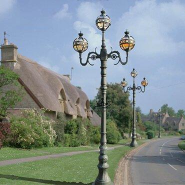 Những mẫu đèn trụ ngoài trời cao cấp cho không gian quảng trường bừng sáng