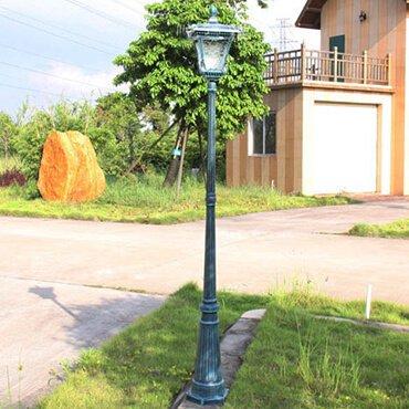 Khu vườn bừng sáng với những chiếc đèn trụ sân vườn hiện đại dáng cao