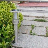Soi đường chỉ lối sân vườn với đèn năng lượng mặt trời tiết kiệm điện năng