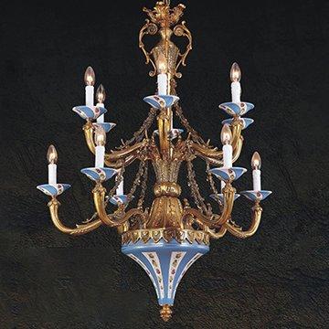 Trải nghiệm không gian sống hoàng gia với đèn chùm đồng nến cổ điển