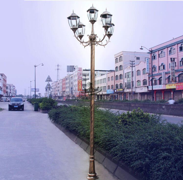 Báo giá đèn sân vườn 4 bóng được ưa thích nhất tại Vương Quốc Đèn