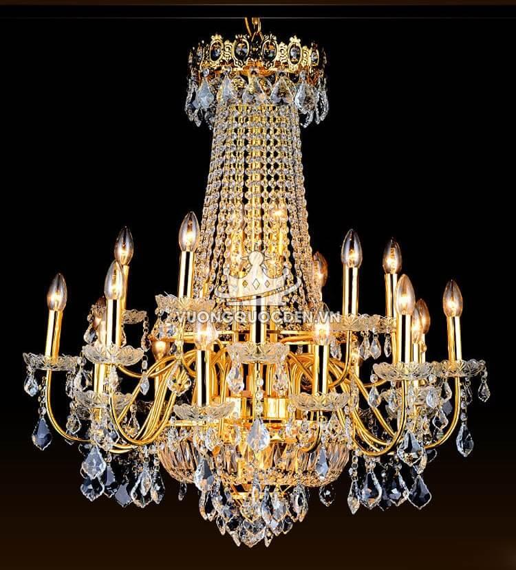 Cùng ngắm nhìn vẻ đẹp suất sắc của những mẫu đèn chùm trang trí đám cưới