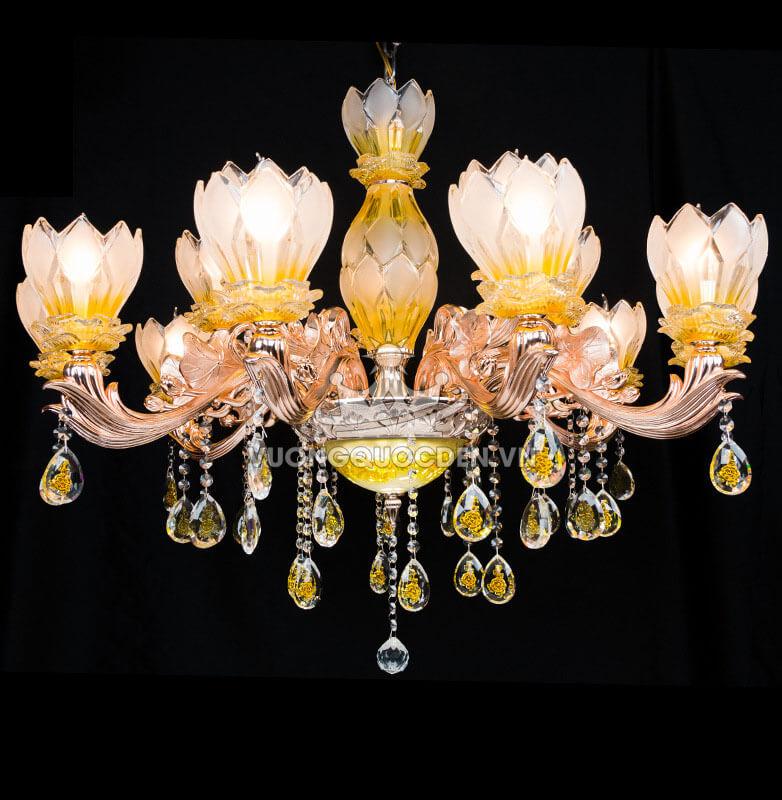 Hấp dẫn ánh nhìn cho phòng khách với đèn chùm pha lê nhỏ đẹp