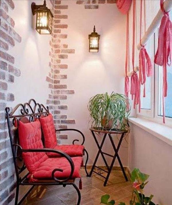 Ngôi nhà thêm đẹp nhờ khéo chọn đèn trang trí ban công đẹp phù hợp