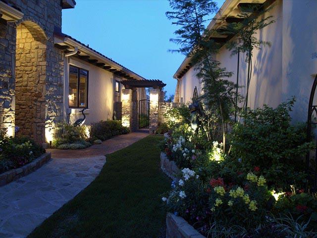 Bật mí những không gian của khu nghỉ dưỡng được lắp đèn trụ sân vườn đẹp