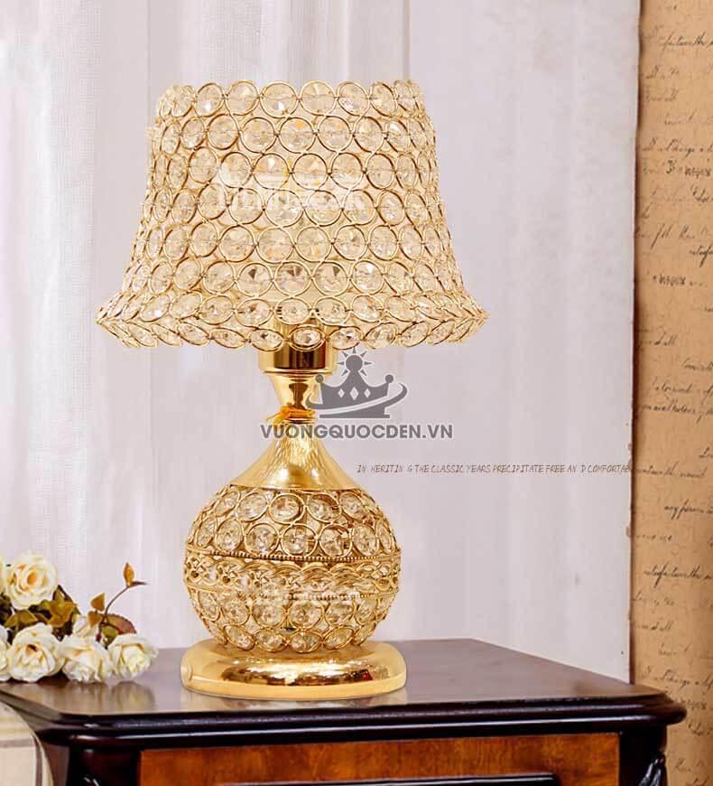 Top 10 mẫu đèn bàn phong cách cổ điển cực Hot năm 2019