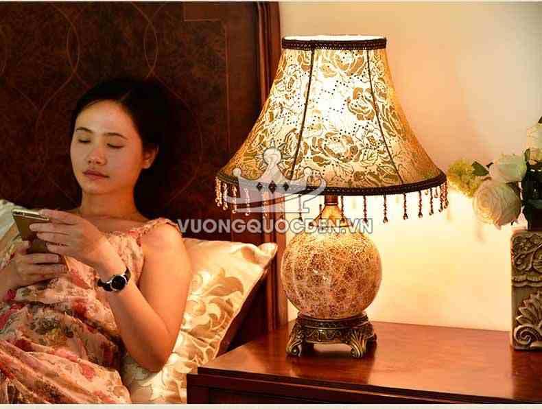 10 mẫu đèn ngủ để bàn phong cách cổ điển, tân cổ điển mới nhất năm 2020