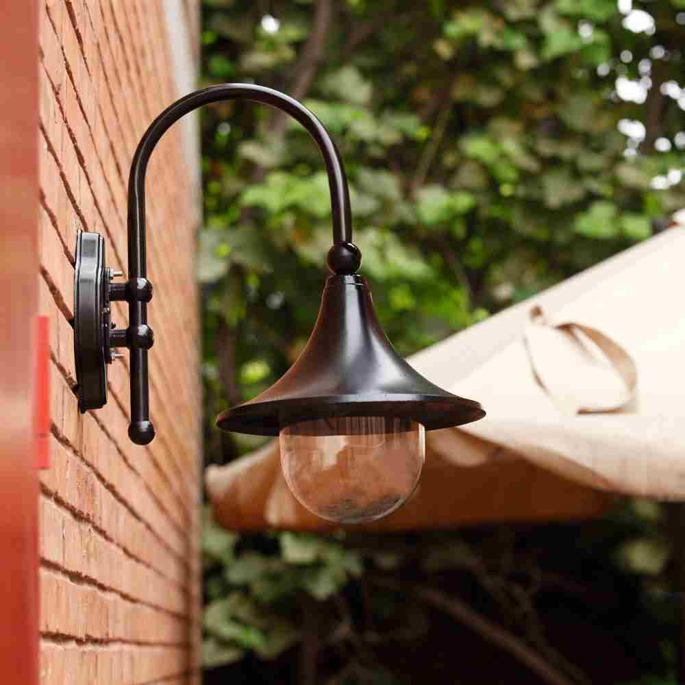 Đèn trang trí cột hiên nhà là gì? 10 mẫu đèn cột hiên nâng tầm không gian sống